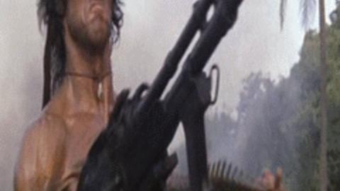 Rambo disparando gif